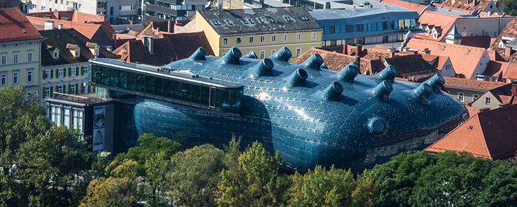 Das Kunsthaus Graz vom Schloßberg aus fotografiert