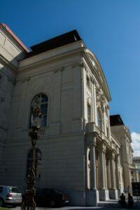 Die Grazer Oper, hier bei Tag, wird am 2. Mai in völlig neuem Licht erstrahlen!