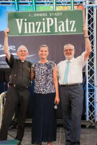 Pfarrer Pucher, Gemeinderätin Daniela Gmeinbauer und Obmann Peter Pratl bei der offiziellen Eröffnung (c) Kipper